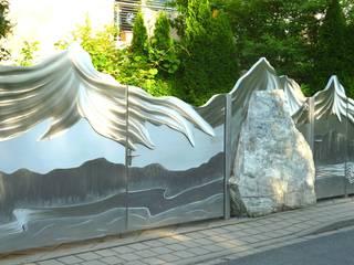 Alaskan Mountain Gate by Edelstahl Atelier Crouse: Еклектичний