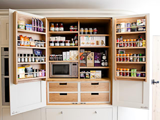 Bespoke oak larder by homify Country