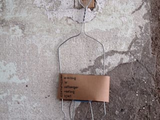 Rocco: Recycling Old Coat hangers Creating Objects di FPAA / Fiori Pietrapiana Architetti Associati