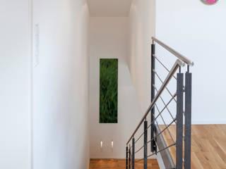 Ingresso, Corridoio & Scale in stile moderno di Einwandfrei - innovative Malerarbeiten oHG Moderno