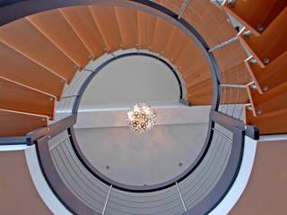 Bogentreppe:   von Jüttner Treppen- und Ladenbau GmbH