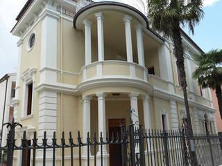 Casas clásicas de Laura Marini Architetto Clásico