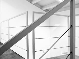 casa sm: Ingresso & Corridoio in stile  di OFFICINA 21