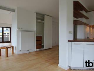 Umgestaltung einer 4-Zimmer-Eigentumswohnung Minimalistischer Flur, Diele & Treppenhaus von tbia - Thomas Bieber InnenArchitekten Minimalistisch