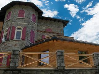 L'ampliamento e la ristrutturazione di un edificio:  in stile  di Legnocamuna Case