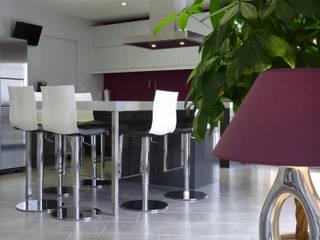 Rénovation d'une maison à Villeneuve-Lès-Bouloc (31) Cuisine moderne par Audrey Ardalan Moderne