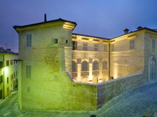 Casas clássicas por MONDAINI ROSCANI ARCHITETTI ASSOCIATI Clássico
