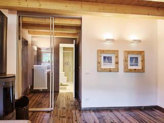 Couloir, entrée, escaliers modernes par STUDIO PAOLA FAVRETTO SAGL - INTERIOR DESIGNER Moderne