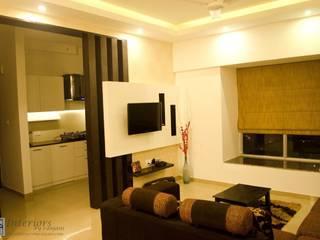 Rajshree Sanjay-NeoTown, EC:  Living room by Interiors by ranjani