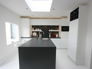 Westbourne Grove, Notting Hill, London Kitchen by Laura Gompertz Interiors Ltd Minimalist