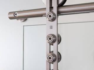 Dreh- und Schiebetürsysteme aus Edelstahl: modern  von MWE Edelstahlmanufaktur GmbH,Modern