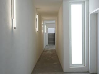 boehning_zalenga koopX architekten in Berlin 現代風玄關、走廊與階梯
