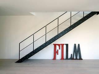 boehning_zalenga koopX architekten in Berlin 工業風的玄關、走廊與階梯