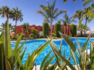 pool: Casas de estilo  de Espacios y Luz Fotografía