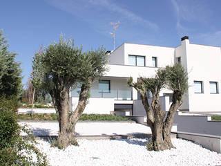 Casa de diseño minimalista: Casas de estilo minimalista de Arquitectos Madrid 2.0