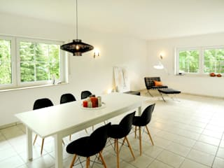 Einfamilienhaus in Düsseldorf: moderne Esszimmer von Momentum Homestaging
