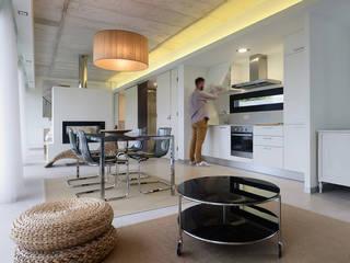 Dining room by Nan Arquitectos, Minimalist