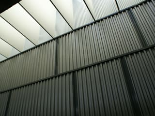 AUDITORIO EN LA ISLA DE LA CARTUJA (SEVILLA) Salas multimedia de estilo moderno de ESF estudio santiago fajardo Moderno