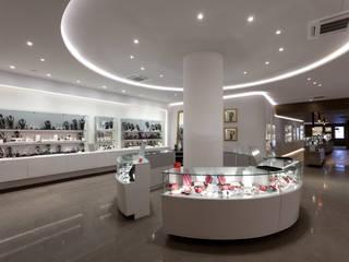 Perlart Shop&Museum: Espacios comerciales de estilo  de xavier puyalto