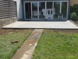 Paved Terrace od Neil Brown - Handyman & Renovations