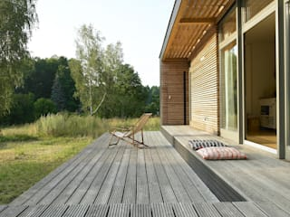 Prefabricated home by SOMMERHAUS PIU, Scandinavian