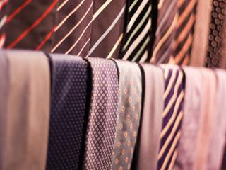 OMENS: Espacios comerciales de estilo  de xavier puyalto