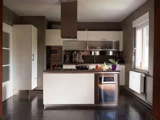 Beton meets Cortenstahl Moderne Küchen von Einwandfrei - innovative Malerarbeiten oHG Modern