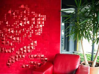 Lapèlle Design dedicates to all of you a red rose. par Lapèlle Design Moderne