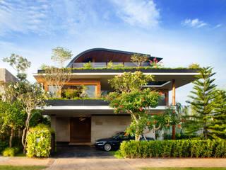 MEERA SKY GARDEN HOUSE Modern houses by Guz Architects Modern