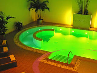 Piscina interna Spa moderna di ITALIAN WELLNESS - The Art of Wellness Moderno