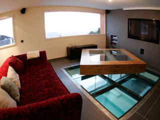 Paredes y pisos de estilo moderno por DLE/METALSTAR