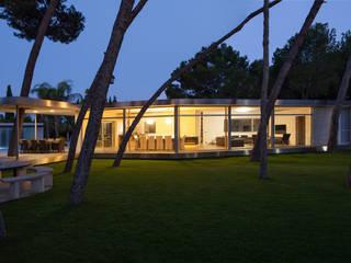 Pabellón entre Pinos: Casas de estilo moderno de e2b arquitectos