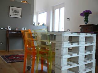Casa in legno: Sala da pranzo in stile  di Marlegno