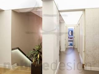 Kalkan Dublex Apartment/Suadiye Pebbledesign / Çakıltașları Mimarlık Tasarım Modern corridor, hallway & stairs