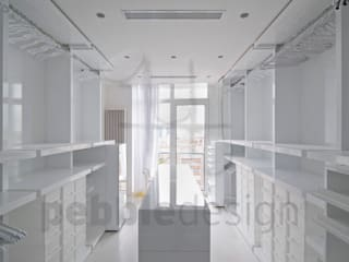 Müezzinoğlu Apartment/Selenium Panaroma Residence Pebbledesign / Çakıltașları Mimarlık Tasarım Modern style dressing rooms