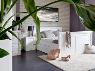 Weißes Holzbett:  Schlafzimmer von Massiv aus Holz