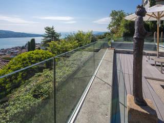 Glas Marte Balkon, Beranda & Teras Modern