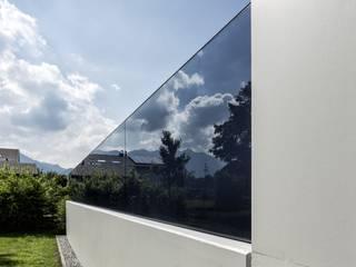 Glas Marte Rumah Modern