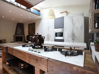 Salas de estar industriais por Rachele Biancalani Studio