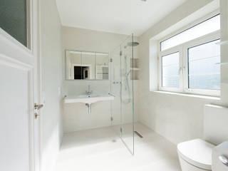 Ein Traum in Weiß... Moderne Badezimmer von Einwandfrei - innovative Malerarbeiten oHG Modern