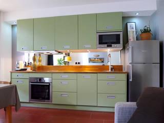 SUR LES HAUTEURS DU PERE LACHAISE: Cuisine de style de style Moderne par EC Architecture Intérieure