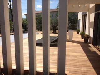 Belle terrasse et plage de piscine en bois exotique Ipé Made in Bois Balcon, Veranda & Terrasse modernes