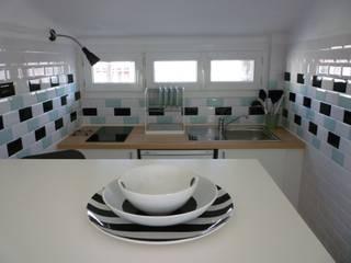 Cuisine carreaux métro : Salon de style  par Emmanuelle Diebold