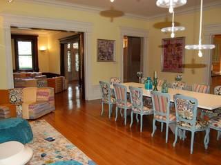 Hôtel particulier aux USA: Salle à manger de style  par LADD