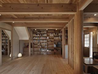 西宮北口の家: 福田建築工房が手掛けたリビングです。