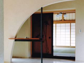 御影の家: アトリエ空一級建築士事務所が手掛けた廊下 & 玄関です。