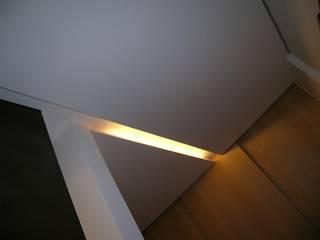 Modern Corridor, Hallway and Staircase by stefania pellegrinelli+architect Modern