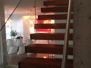 Cantilevered stairs for modern homes Siller Treppen/Stairs/Scale Tangga Kayu Brown