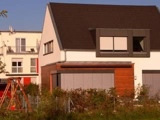 FRÄNKISCH UND MODERN? EIN WIDERSPRUCH? Moderne Häuser von b2 böhme PROJEKTBAU GmbH Modern