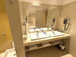 Salle de bain moderne par TONO BAGNO | Pasión por tu baño Moderne